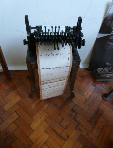 Jacquard Loom Card Punching   4xx