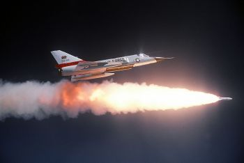 Convair_F-106A_Delta_Dart_firing Genie